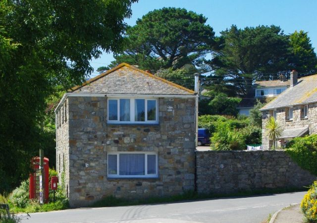 image of Tide Cottage self catering holiday accommodation perranuthnoe